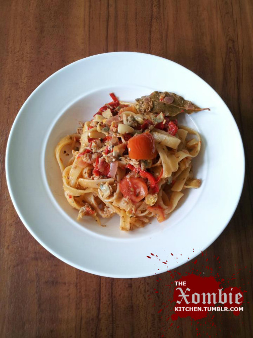 tumblr mcor8se9Fq1qh7npso1 500 thexombiekitchen: Clam Linguini  Tomatoes, Clams, Bell Peppers,...