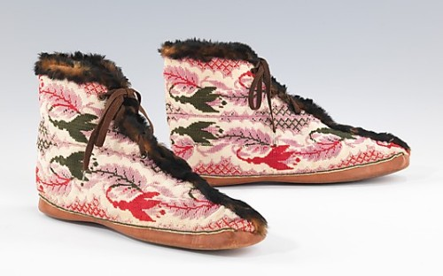 omgthatdress:  Carriage Boots 1870-1890 The Metropolitan Museum of Art Carriage Boots were worn during carriage rides to keep feet warm and to protect fine silk shoes from the elements.