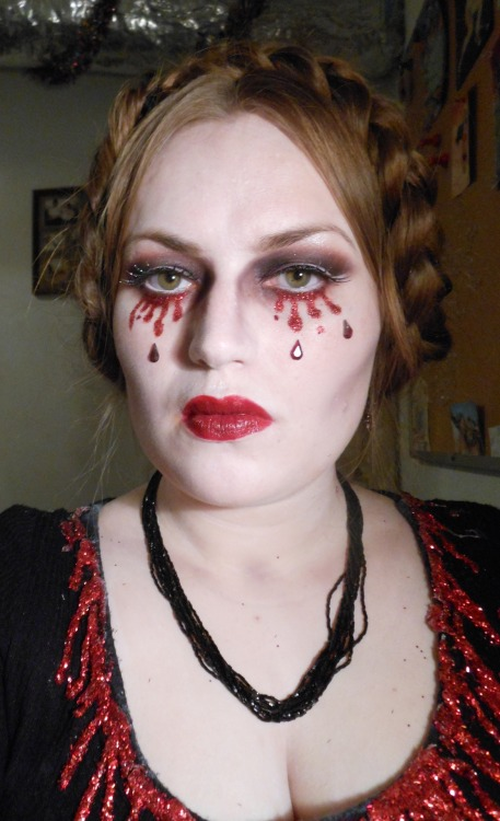 Theme submission! http://distinctivemakeup.tumblr.com
