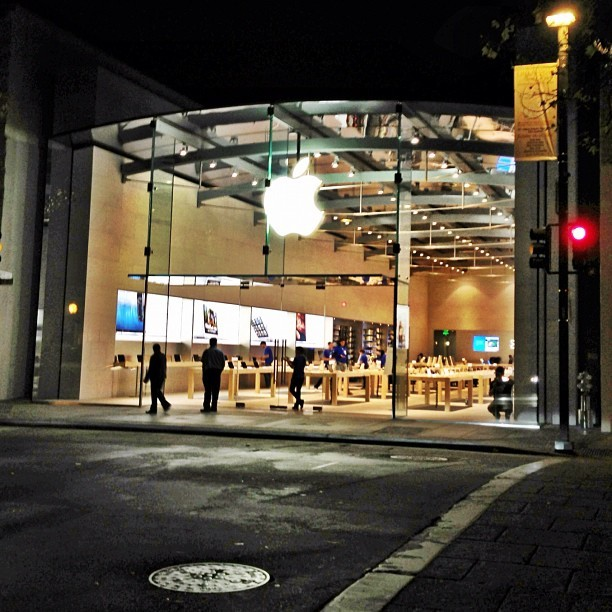 The new Palo Alto Apple Store is gorgeous. (at Apple Store)