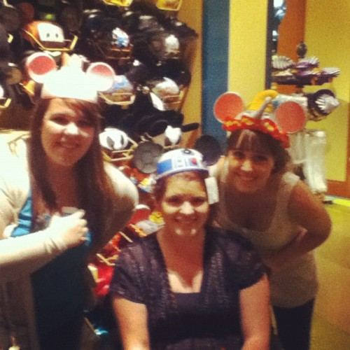 Day 29 hat/mask: #disneyland #disney #ears #domoisdrunk #potdboo @dominiquemcfadden @tarathatisall (at downtown disney)
