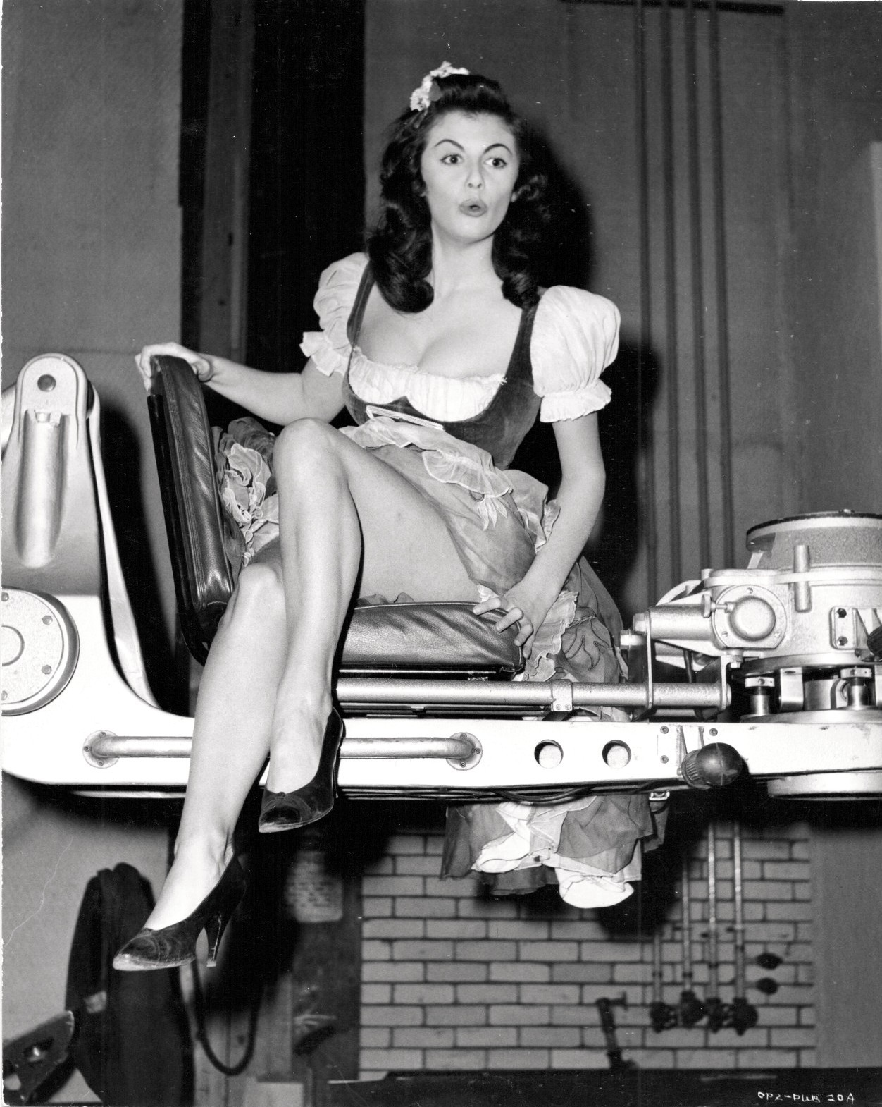 jeanjeanie61: Eve Eden On The Set Of 'The Mouse That Roared' - 1959