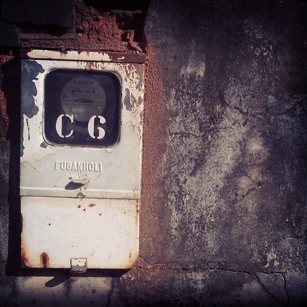 #electric #meter #electricmeter #type #typography #typevstime #rust #wall #wallporn #decay #derelict #urbandecay #urbandxploration #metal #glass #stencil #power #electric