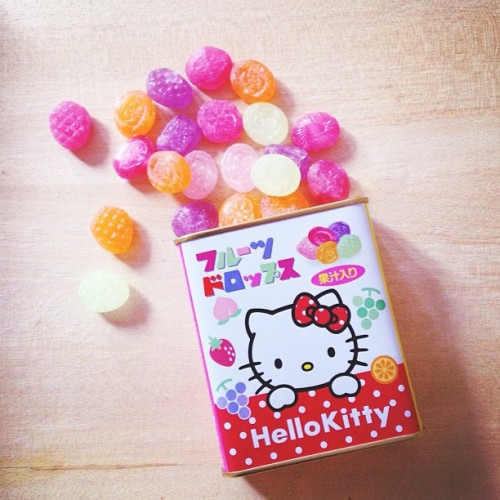 Hello Kitty is definitely the most adorabubble little thing on earth 🎀