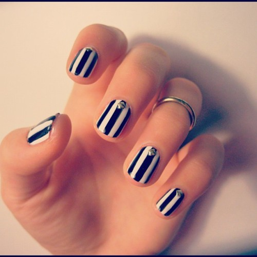 thisisvenice:  SWEET ESCAPE #venice #nailart  I love these simple black and white thick stipe nails!