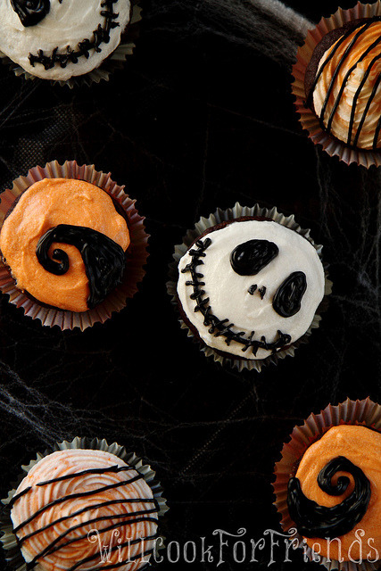 gastrogirl:  nightmare before christmas cupcakes.