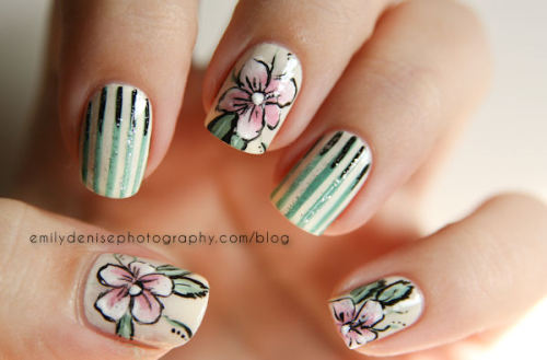 Delicate Floral Nails! Take a look at my blogpost to find out more!