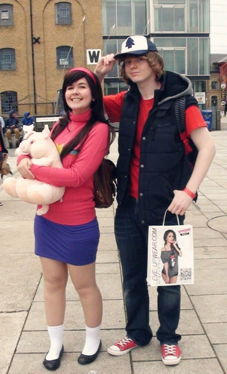 sloth-detective:  My cosplay from Saturday of MCM Expo! Mabel Pines from Gravity Falls and my friend as Dipper! :D
