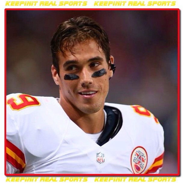 "Happy Birthday: Brady Quinn  October 27, 1984 - Brayden Tyler ""Brady"" Quinn is an American football quarterback for the Kansas City Chiefs of the National Football League. He was drafted by the Cleveland Browns in the first round of the 2007 NFL Draft. He played college football at Notre Dame. Quinn has also played for the Denver Broncos.    #keepinitrealsports #BradyQuinn #quarterback #KansasCity #Chiefs #Cleveland #Browns #NotreDame #NFL #Football #HappyBirthday #Sports #MysterKeepinit"