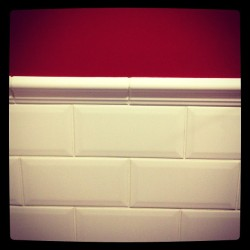 #toilets #london #charingcross #sexy #red #colours #tiles #white #rouge #blanco #interior #decoration #decor #design #retro #vintage  (at Retro Bar)