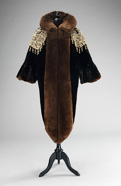 omgthatdress:  Mantle Charles Fredrick Worth, 1887 The Metropolitan Museum of Art