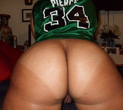 cantnobodydoitlikeme:  sweetness1980:  Almost that time, Go Celtics!  now that's a true celtics fan!!! #teamceltics