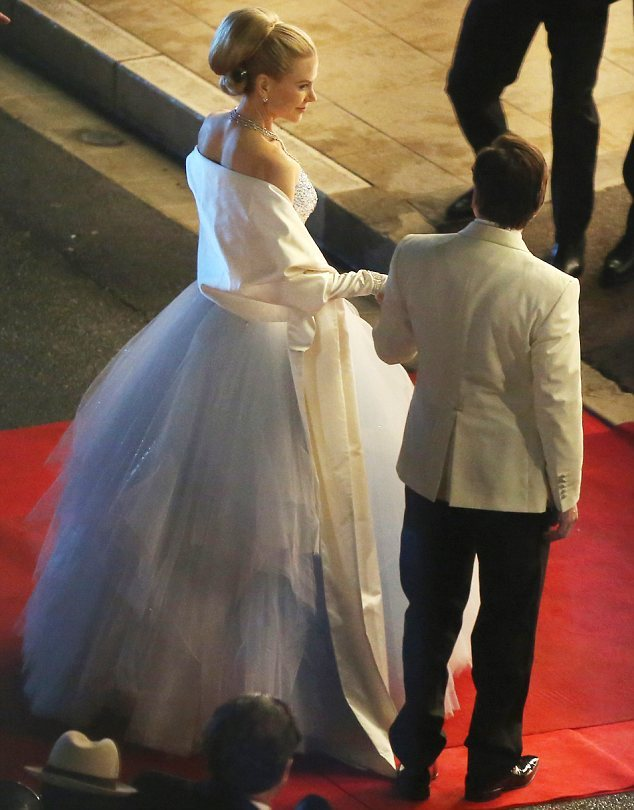 suicideblonde:  Nicole Kidman filming the Grace Kelly biopic in Monte Carlo, October 29th