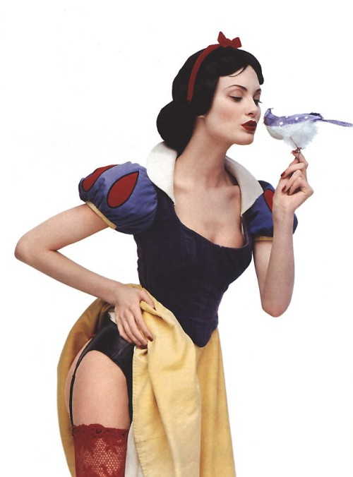 adeadesola:  Shalom Harlow as Snow White