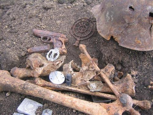 tkohl:  Remains of a German officer. PPK, IAB,dogtag etc.  what a waste…. it still has a loaded magazine in it.