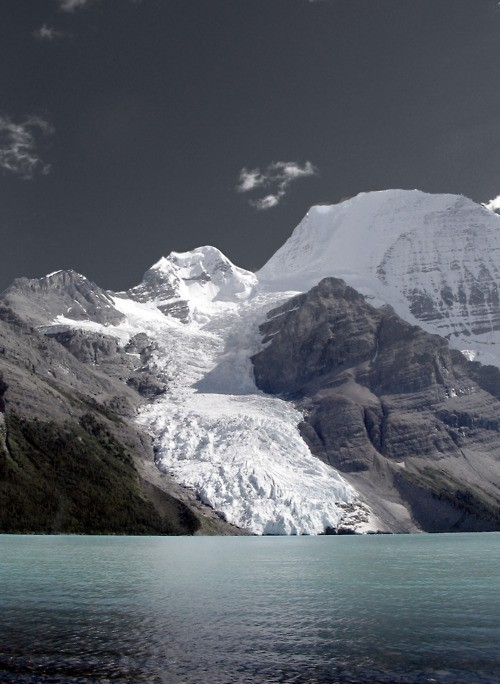 redhousecanada:  Mt. Robson.  Emperor Face on the right.