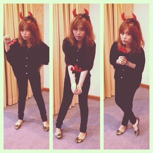 'imyuiyee in halloween day!!! #imyuiyee #collage #me #halloween #party #devil  (at Nakornpayap International School)
