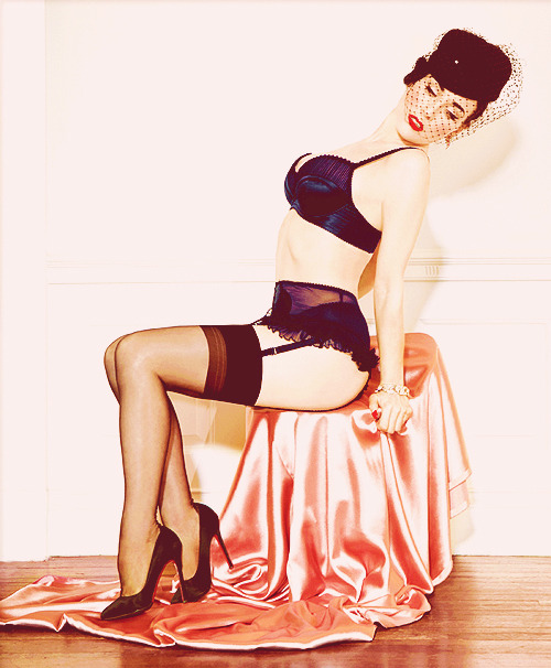 bettie-mae:  how to be perf by dita von teese