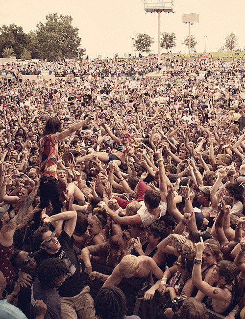 vicsnosering:  premiium:  Pierce The Veil ~  Warped 2012