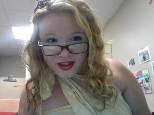 im supposed to me a greek goddess. but i just look like a crazy person wrapped in a bed sheet with weird make up \m/