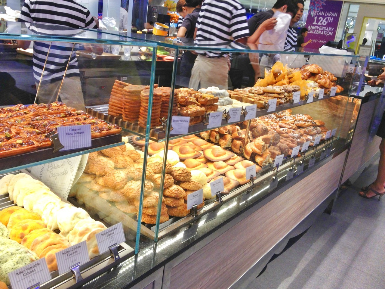 Pretty, delicious bread and pastries from South Korea's international chain of café-bakeries, Paris Baguette. Opened in August this year, their Wisma Atria outlet is its first and only in Singapore. They also have outlets in Korea, China, and the U.S. Don't be fooled by its name though. As it suggests otherwise, they're not really a French café-bakery per se. Their food caters towards Korean tastes, with breads that are rich, soft, and have delicate flavours. Side-note: Only a non-parisan café would use the word 'Paris' in its name, something like how Asian food stores all over the world sell 'Singapore noodles', which in reality, you can't find in Singapore at all. In addition to bread, cakes, and pastries, they also have set brunch menu items, sandwiches, café drinks and tea. Items are expensive on the price scale, but may all be worth if you're feeling a bit peckish for some delicious bread!