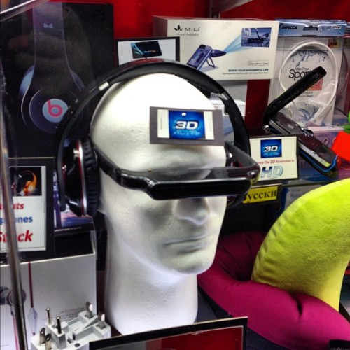 dpstyles:  OMG they're selling Google Glass in Times Square! #3D