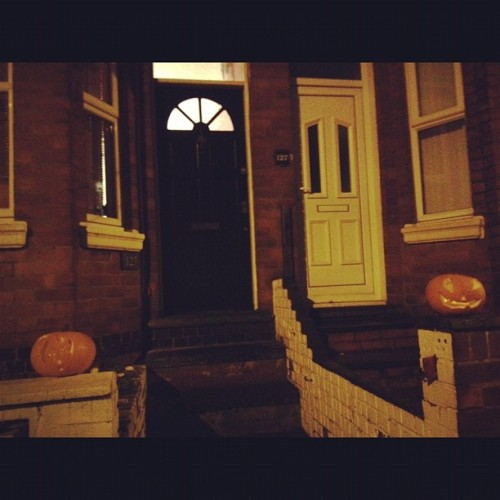 Trick or treat!!? No ones coming a knocking!! 🎃