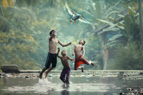 'Photographer Taufik Sudjatnika has a wonderful series of photos over on 500px that capture the daily life of people living in rural Indonesia.'