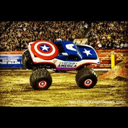 doctornvrmore:  Pretty cool. #CaptainAmerica #MonsterTruck #Marvel #Comics #MonsterJam