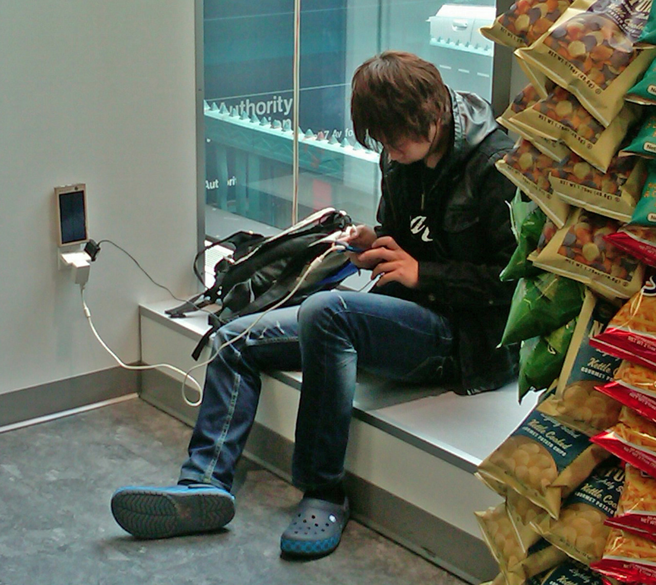 10/31/12 NYC.  Charging at Duane Reade.