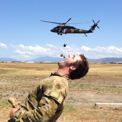 letmebe-lucas:  This picture really sums up the Australian Army