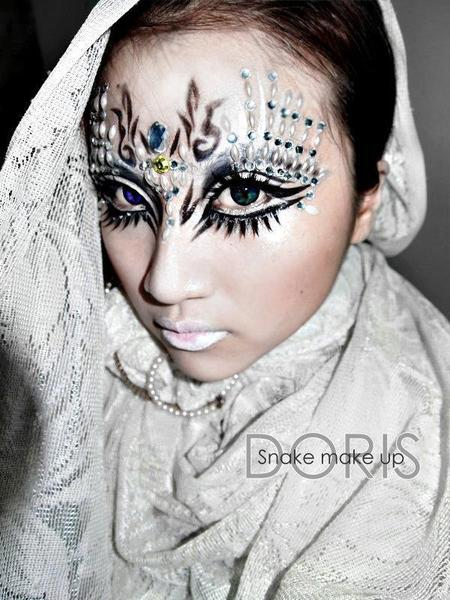 Cool fantasy makeup from 禎 梁!