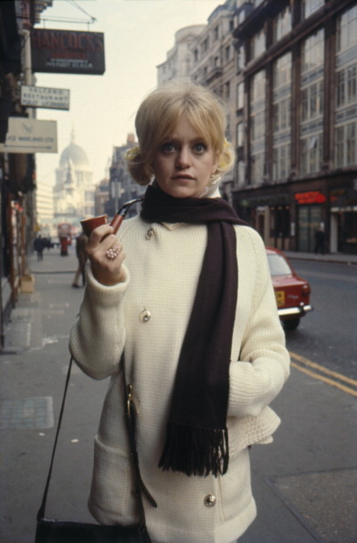 smokeonsunsetblvd:  Goldie Hawn holding a pipe, in London