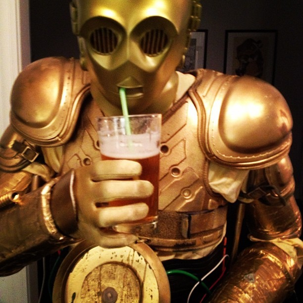 C3PO tries to access the beer #halloween