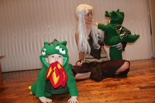 Daenerys and her dragons! Alice & Hazel's first Halloween (2012)