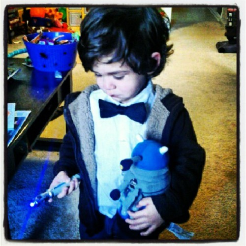 Diego dressed up as the Doctor! So handsome :'3