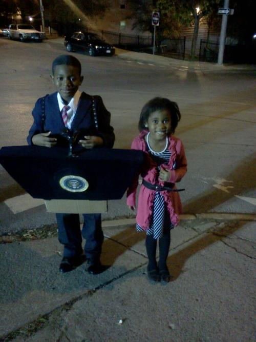 mistresscurvy:  jezebelcom:  Lil' Barack and Michelle livinonsuchsweetnothing:  Best costume hands down forever. you win all the awards.   SO GREAT.