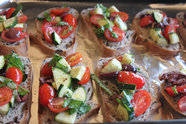 Vegan Bruschetta. It looks so fresh and delicious. om nom nom nom nom.  http://kellygolightly.com/quick-easy-summer-bruschetta/