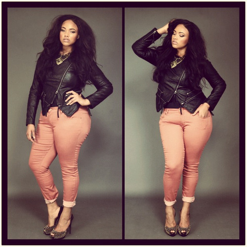 girlzwithcurves:  gorgeous ! shi xoxo