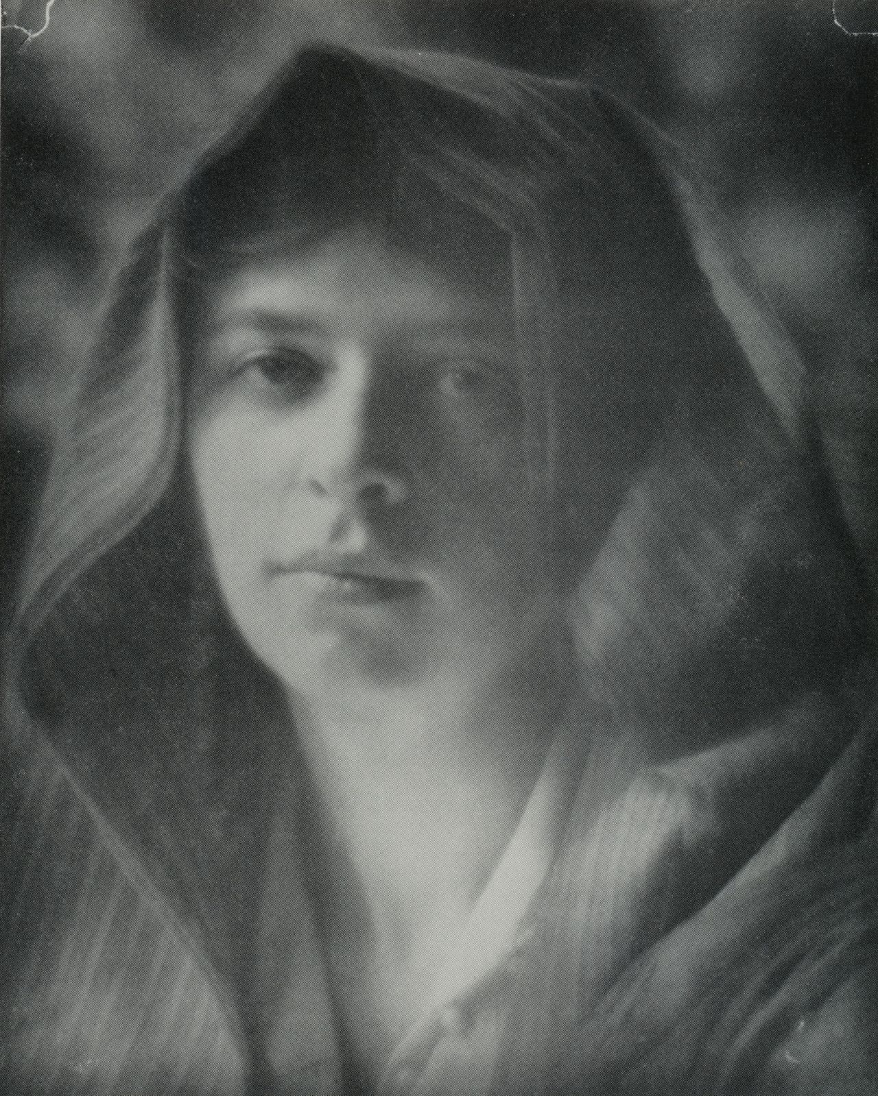 William Gordon Shields - Emma - Platinum photograph, August 1916 From Pictorial Incidents: The Photography of William Gordon Shields