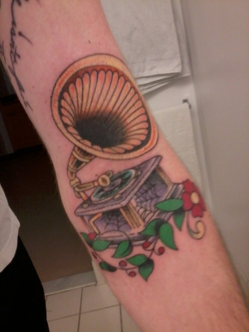 Gramophone in my ditch done by Rob at Tomato Tattoo in Chicago, IL.