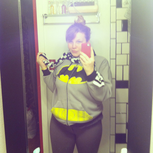 dezirailovesbatman:  Today's batman get up. Ski pants and guy jacket. Love scarf to boot.