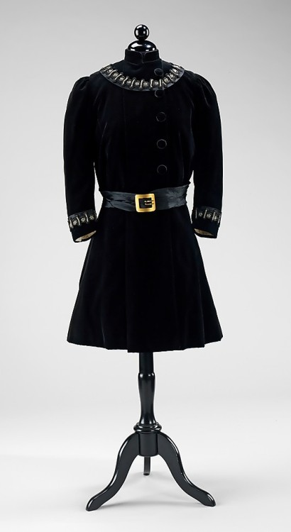 omgthatdress:  Girl's Coat 1900-1905 The Metropolitan Museum of Art