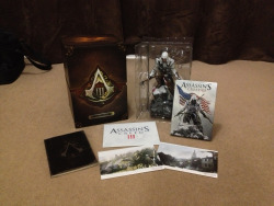 Got this bundle of awesomeness in the post yesterday. The Assassins Creed 3 Freedom Edition. And it is amazing. :D  Ubisoft, once again, releasing awesome special editions. (Adds to his boxes for Brotherhood and Revelations).