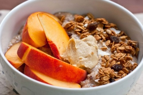 e-a-t-clean:  wholefoodsandrunningshoes:  Banana Oatmeal with Peaches, Granola and Almond Butter Topping  q'd