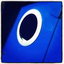 Portal #canalboat #canal #narrowboat #blue #white #colorblock #doorway #bright #sunlight #20likes #instamood #instadaily #picoftheday