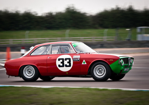 carpr0n:  Expert entertainer Starring: Alfa Romeo GTA (by -=| Gaaaary! |=-)