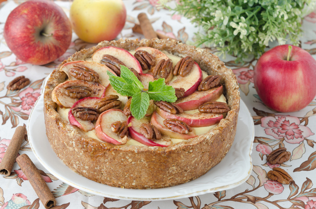 cheesecake with apples and caramelized pecans (by cook_inspire)