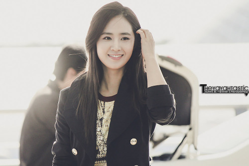 yoonyultv:  [121101 Photo] Yuri @ Incheon Airport by Theyayahtastic. Perfection, Yuri defines it T_T  OHMAIGOD KWON YUL U SHINE LIKE SUNSHINE