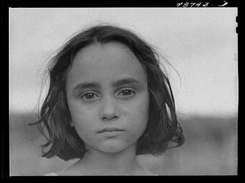 cocomagogo:  Daughter of a Farmer, Caguas Puerto Rico (1941) by Jack Delano